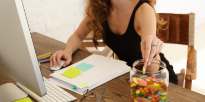 eat without distractions to stop snacking